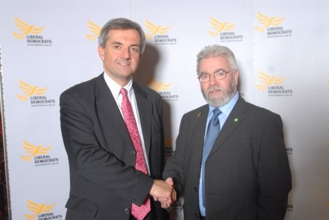 Cllr Bob Belam discusses local climate change action with senior Lib Dem MP Chris Huhne